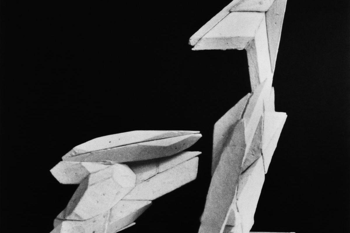 Absztrakt geometrikus alakzat visszahajló kampós elemmel, 1994 k.