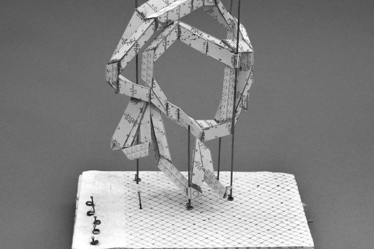 Ezüst csobbanás-szerű papírvázlat, 2000-es évek